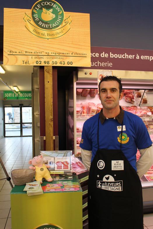 Sébastien Brishoual, président du Cochon de Bretagne en animation au magasin E. Leclerc de Concarneau pour l'opération Eleveurs de Bretagne