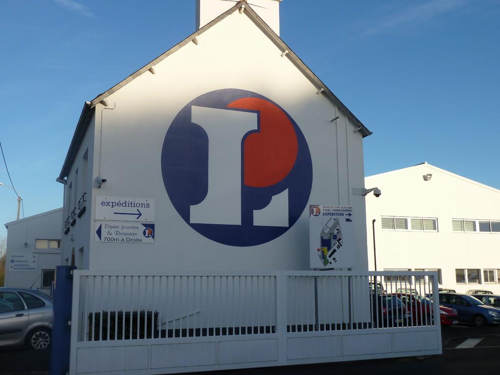 La Scarmor, centre névralgique de 42 magasins en Bretagne