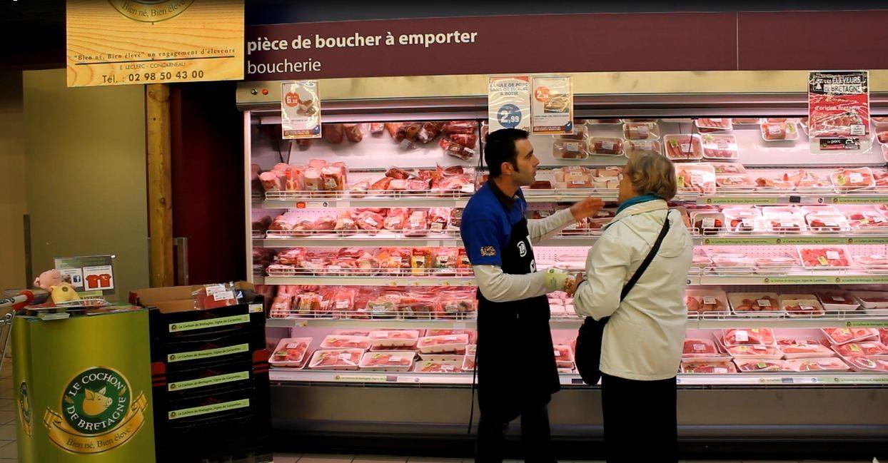 L'un des 50 éleveurs participant à l'opération Eleveurs de Bretagne  dans les magasins E. Leclerc bretons