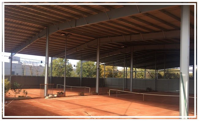 hall de sport tennis hangar batiment photovoltaique