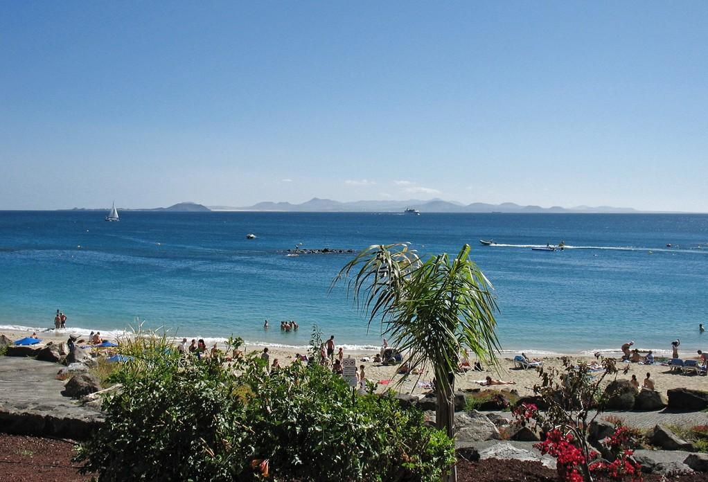 Playa Dorada - Sicht auf die Inseln  Los Lobos und Fuerteventura