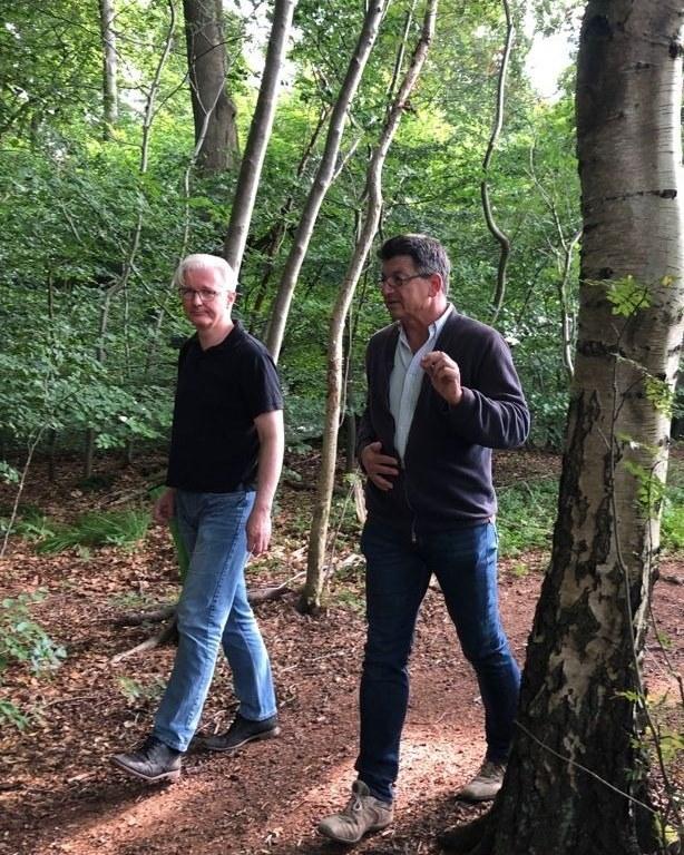 Bürgermeisterkandidat Christian Schubbert beim Besuch im Tunneltal mit Svenja Furken von der IG Tunneltal und Bestsellerautor Prof. Dr. Matthias Glaubrecht