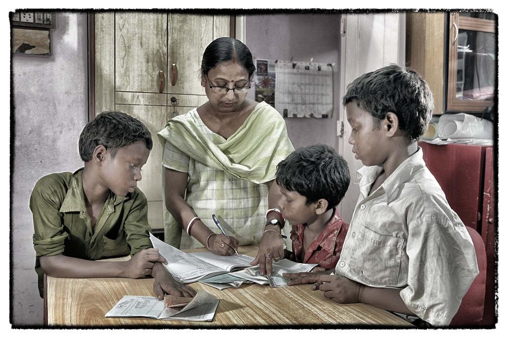 einen Teil ihrer Einnahmen zahlen sie auf ein Treuhandkonto von Tiljala Shed ein.
