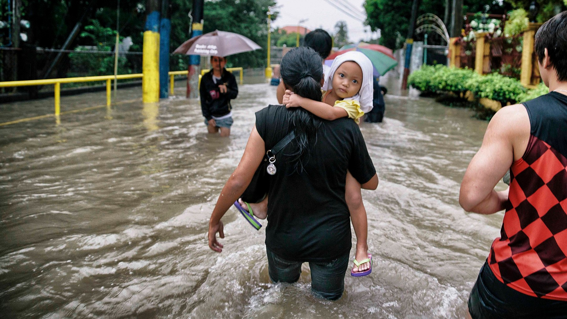 Filipinos suffer of climate change and extreme weather conditions