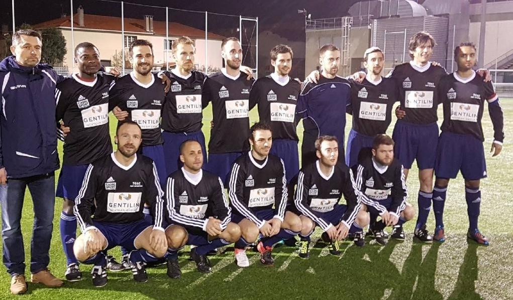 1ère victoire avec le nouveau jeu de maillots offert par la société GENTILIN sponsor du TOAC Foot Entreprise - Merci !