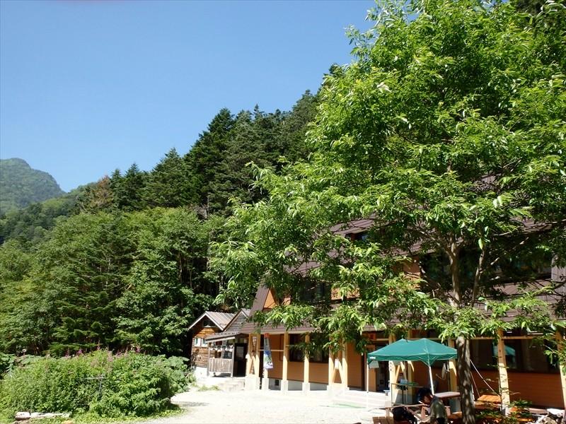 2013年にリニューアルオープンした長衛小屋(旧北沢駒仙小屋)