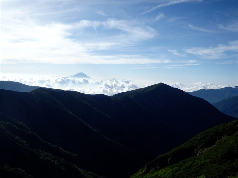 蝙蝠岳。きれいな稜線だ...