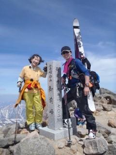 御前峰山頂(2,702.2m)にてN村さんと