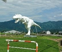 7/26(金) 勝山市の恐竜博物館の前を通過して