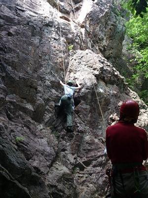 B場さんリードで作ったチムニールートにY下さんが登ります。
