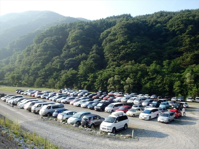 第一駐車場は満車。第二駐車場へ。