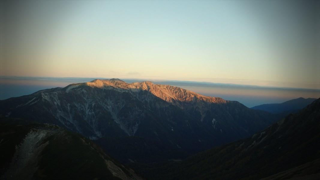 薬師岳山頂を染める