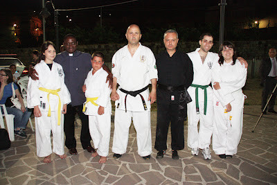 Da sinistra: Fazio Flavia, Padre Nestor Florent Adjè, Arcudi Francesco,   Cuzzocrea Francesco,  Fazio Antonio, Aloi Alberto,  Marino Lucia