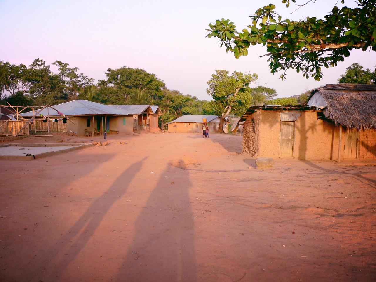 Blick auf das Dorf Konjorlloe