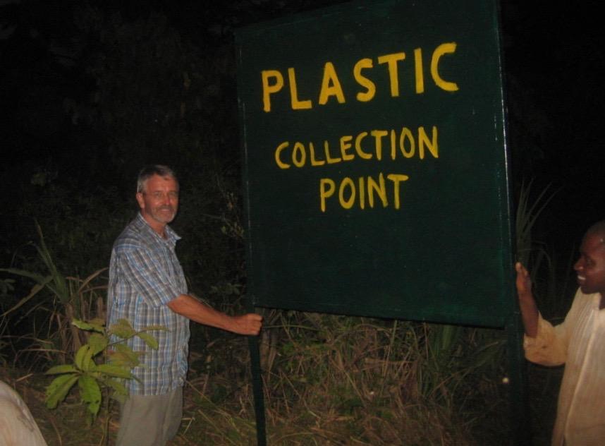 Eine neue Müllgrube in Konjorlloe ermöglicht das Sammeln von immer mehr anfallendem Plastikmüll