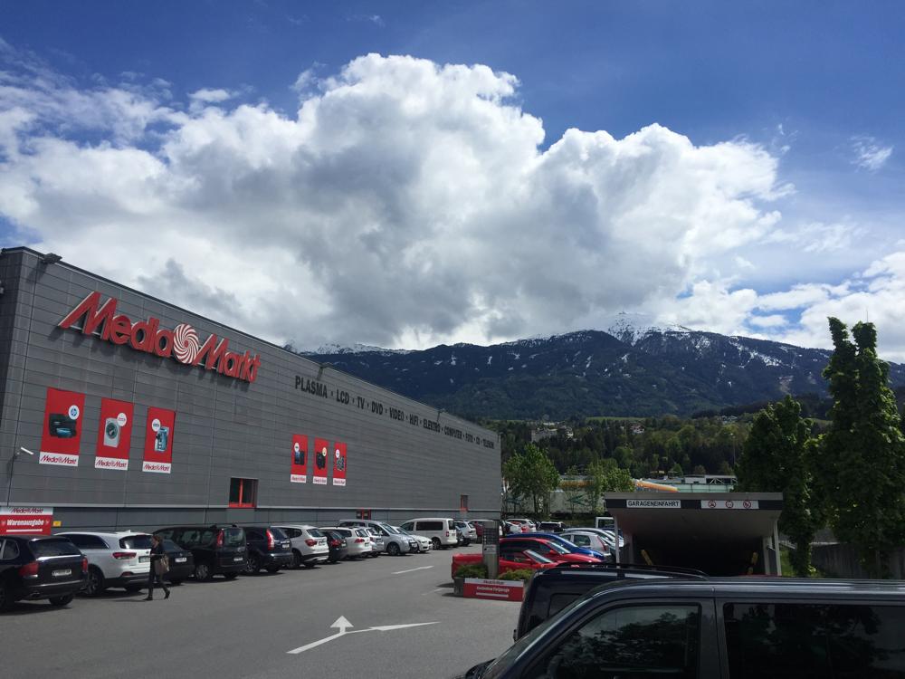 MediaMarkt vor der traumhaften Kulisse Innsbrucks.