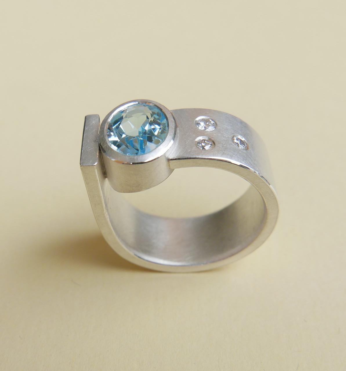 Ring Silber mit Topas und Brillanten