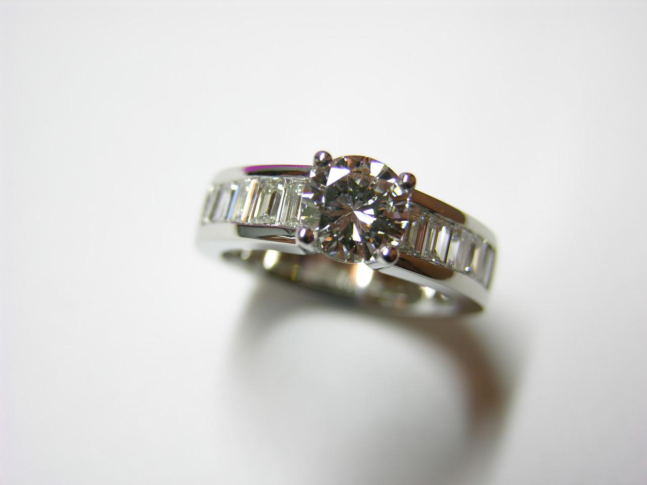Ring Platin mit Brillant und Diamant Baguette