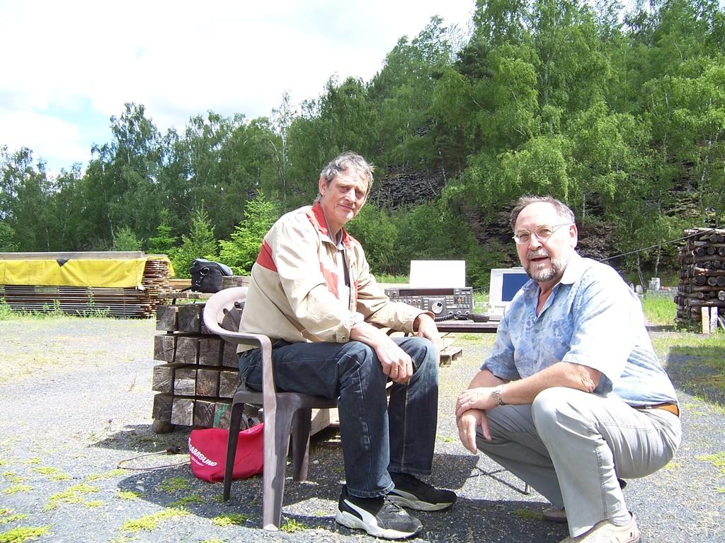 DL9AKA (Bernd) und DL1ASF (Klaus) an der Station
