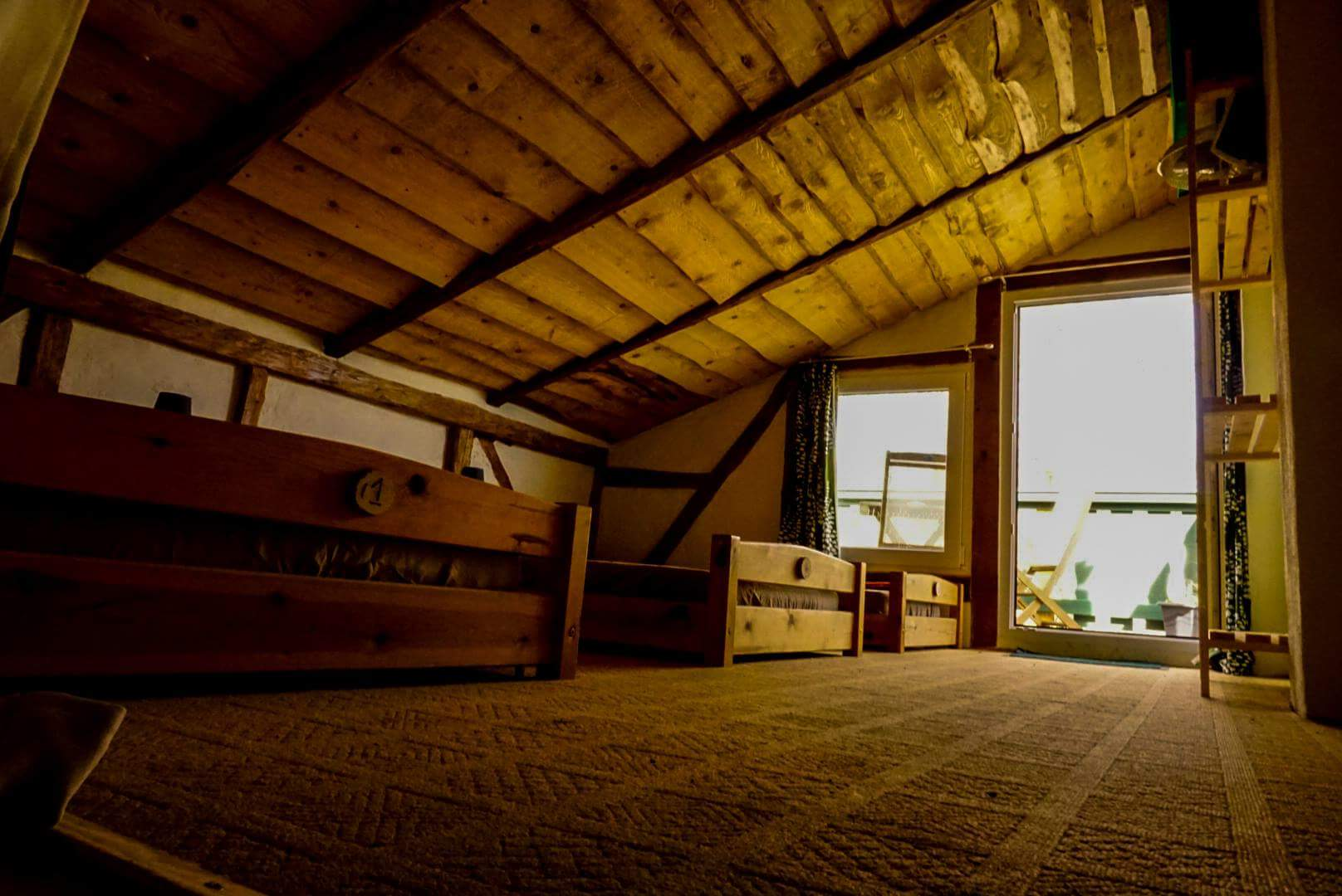 Vom Schlafraum 1 mit Zugang zum Balkon