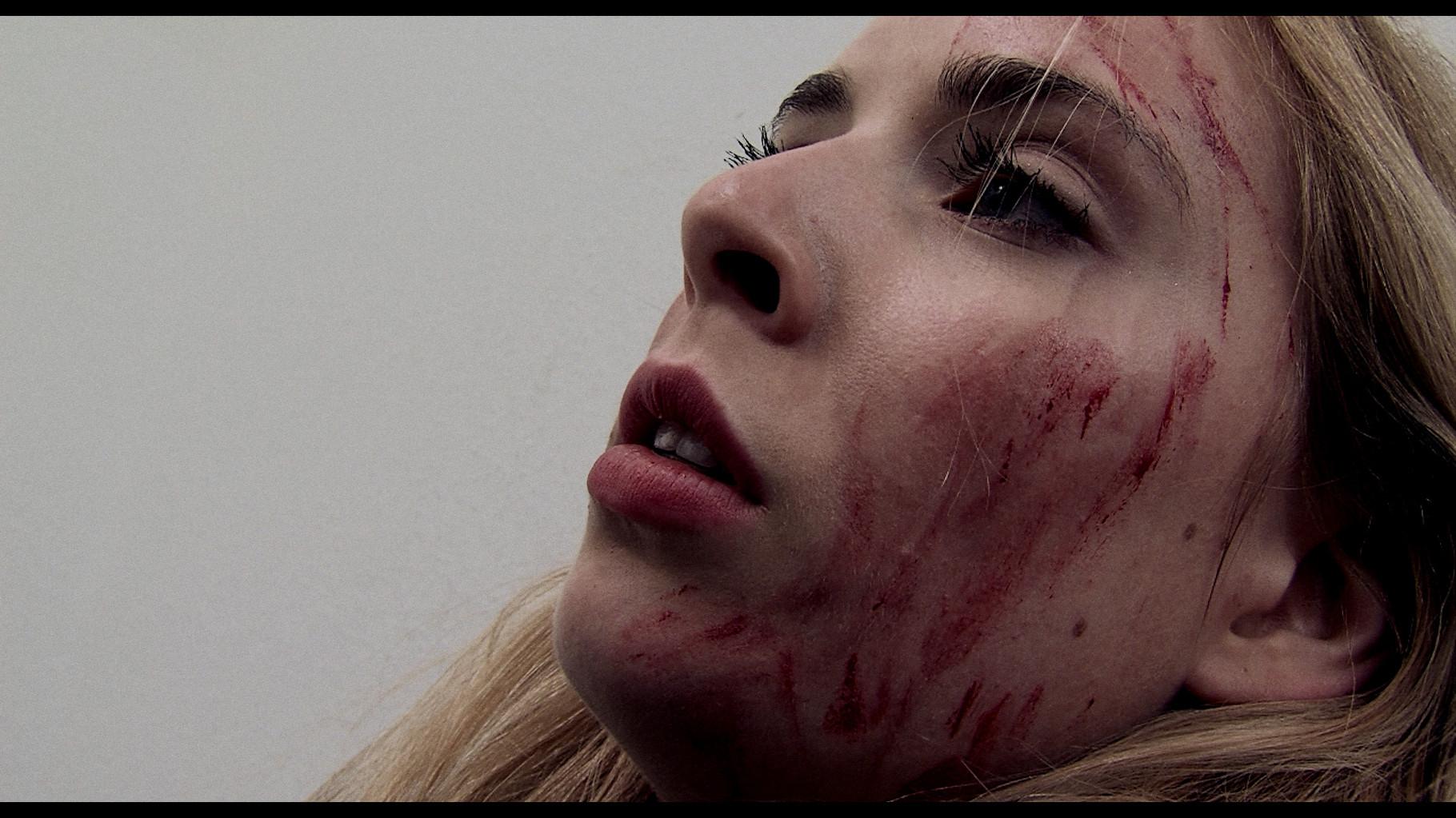 ''Strange Moments'' - Szenenbild 3 - mit Katharina Bansemer