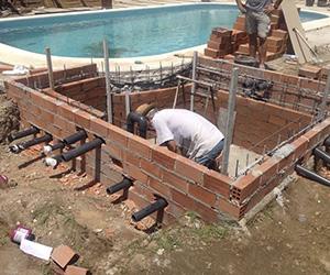Piscina Con Jacuzzi Exterior.Remodelacion De Piscinas Y La Reutilizacion Saludable