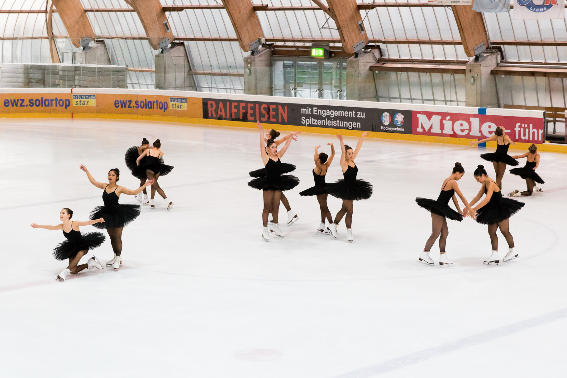 Das Mixed-Age Team präsentierte zum 1. Mal ihre neue Kür zu Black Swan