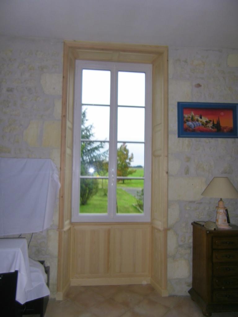 Embrasure de fenêtre en sapin rouge