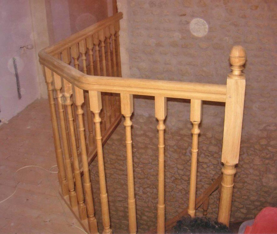 Garde-corps escalier style ancien en chêne