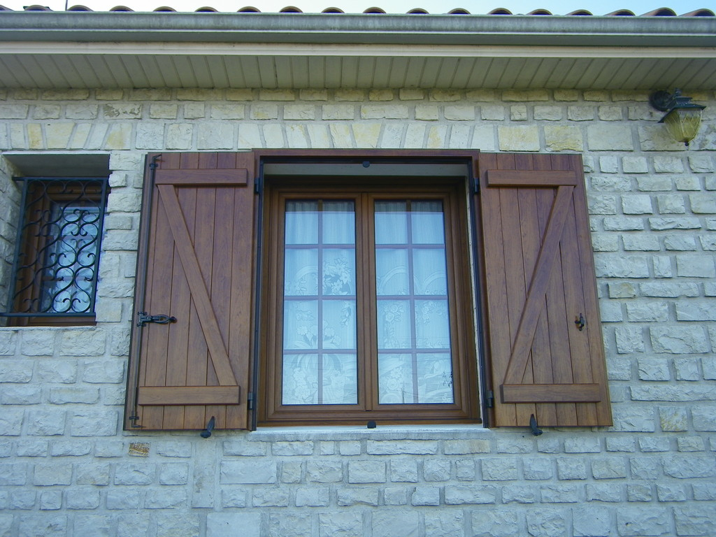 Fenêtres et volets en alluminium décor chêne