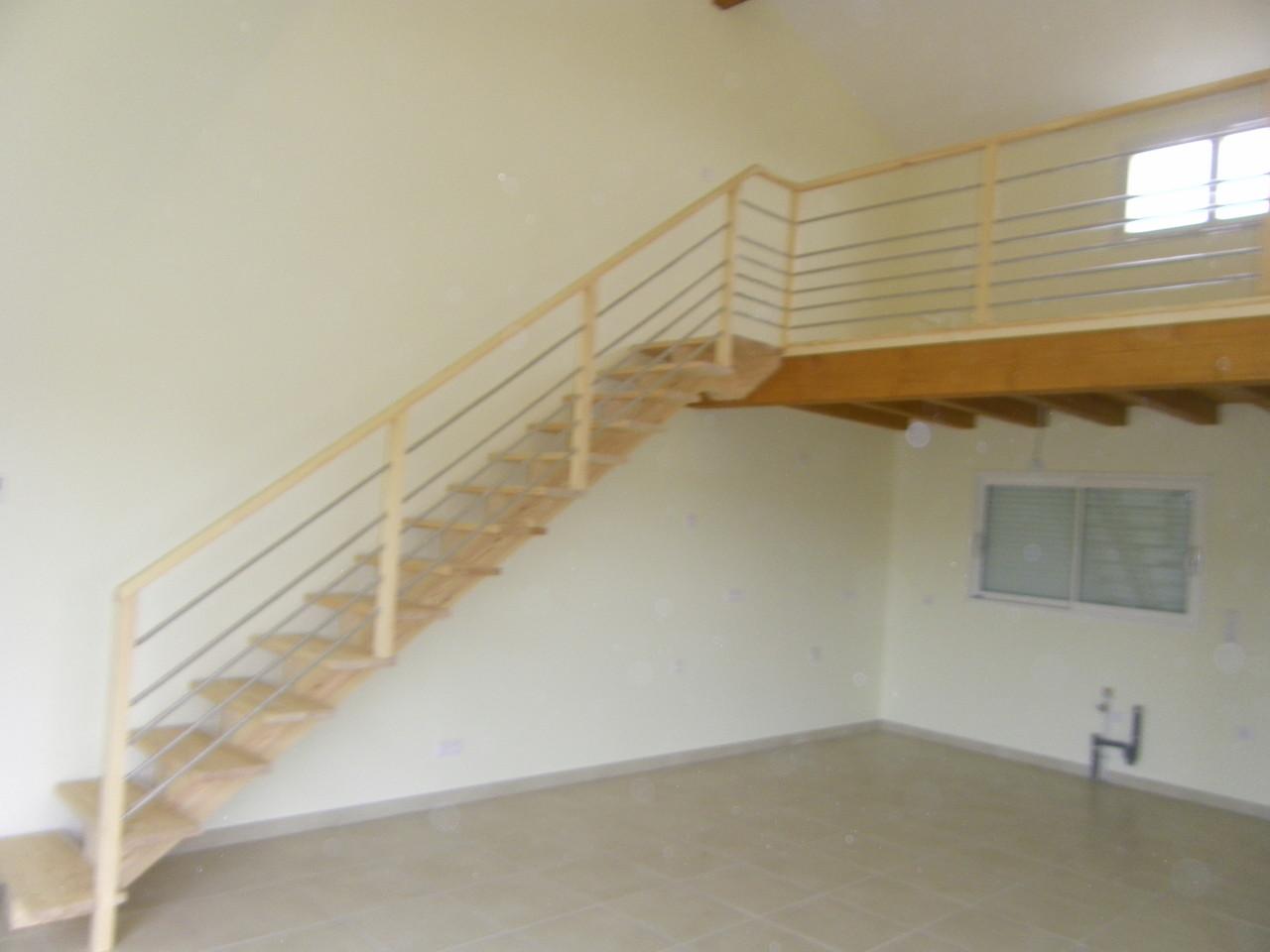 Escalier moderne en pin