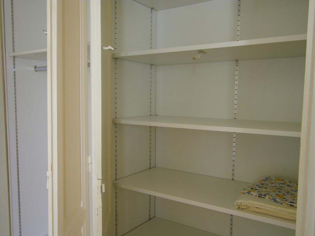 agencement d'ancien placard (aménagement intérieur)