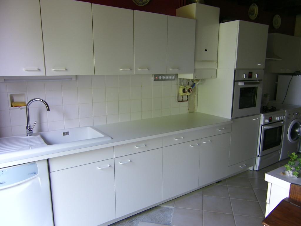 Meuble bas et colonne four adaptés au reste de la cuisine