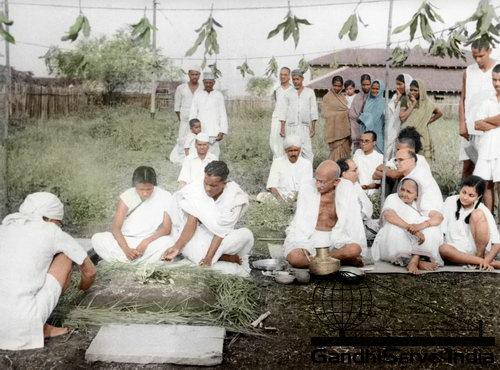 41 - Mahatma Gandhi (Ghandi) - Copyright: GandhiServe India - www.gandhiserveindia.org