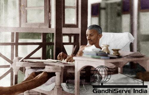 11 - Mahatma Gandhi (Ghandi) - Copyright: GandhiServe India - www.gandhiserveindia.org
