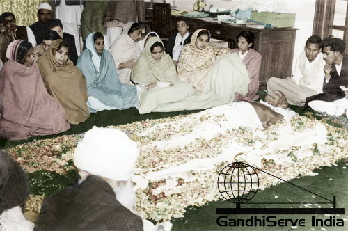 100 - Mahatma Gandhi (Ghandi) - Copyright: GandhiServe India - www.gandhiserveindia.org