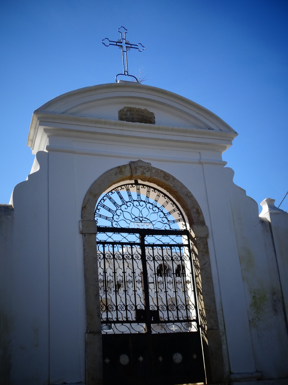 der alte Eingang zum Friedhof von Alcoutim