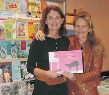Dieses Buch ist unsere gemeinsames: Meine Schwester Karin Hauptmann hat es illustriert und gestaltet, und ich habe geschrieben. Es war einfach, denn die Maus Susi war unsere gemeinsame Geschichte.