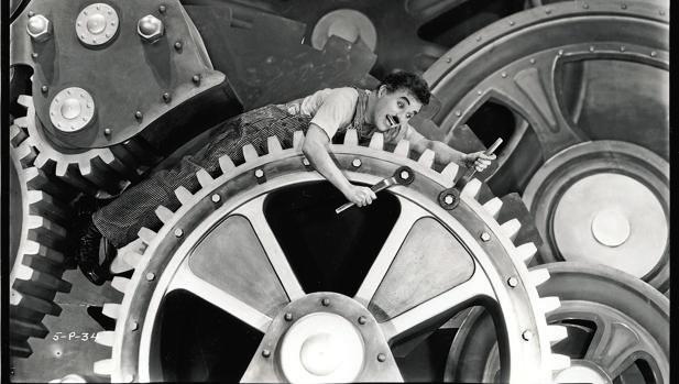 Charles Chaplin en Tiempos Modernos