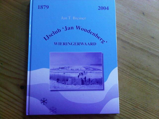 Het schitterende jubileumboek van de ijsclub is nu te koop voor slechts € 5,00 !
