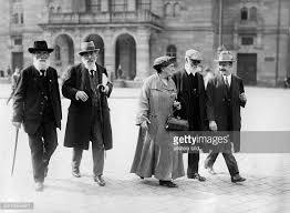 1922, SPD Parteispitze: Pfannkuch, Bernstein, Kautsky,  seine Frau und ein Begleiter