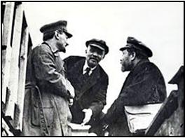 Lenin (Mitte) mit Trotzki (links) und Kamenev (rechts), 1920
