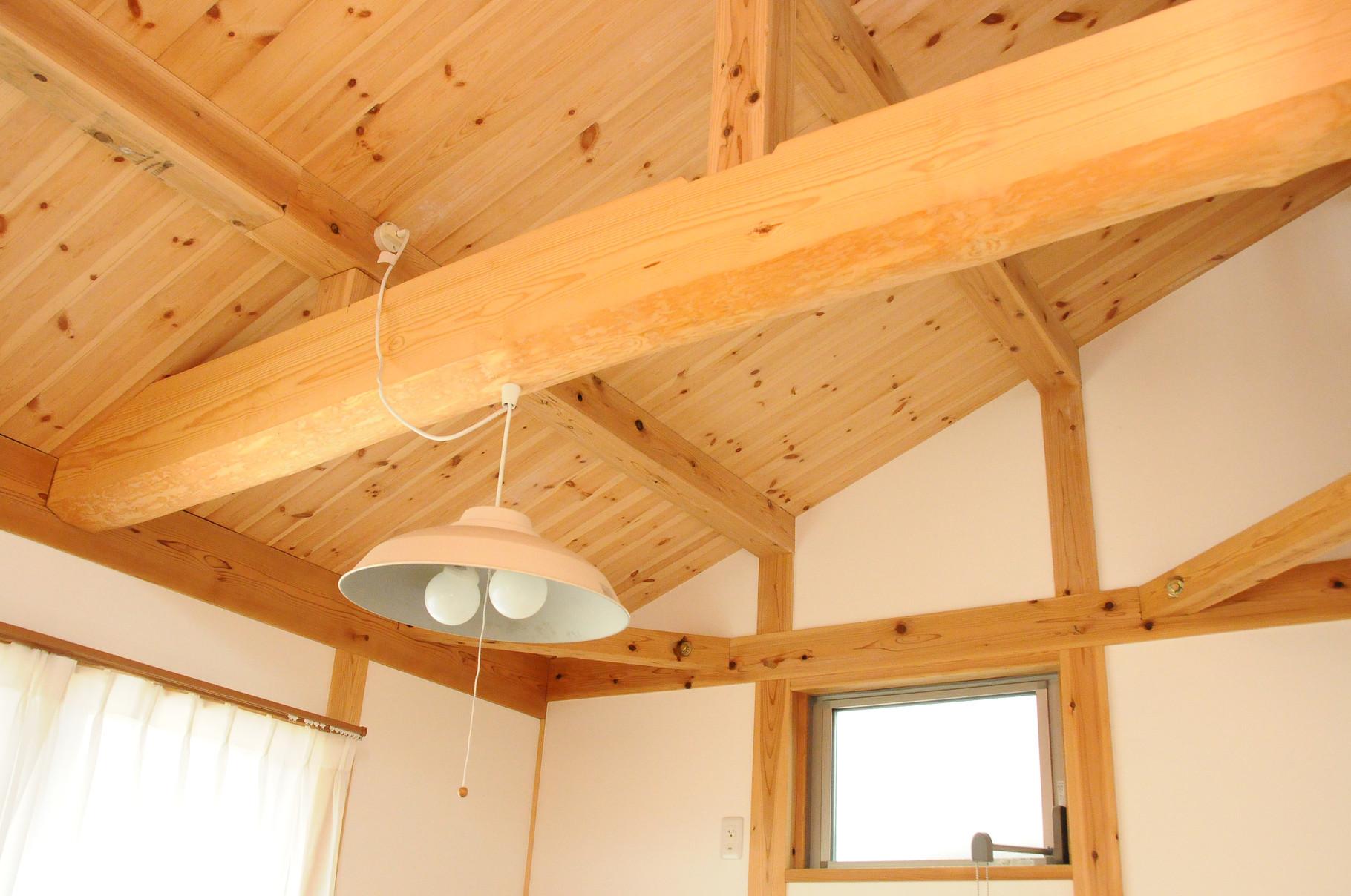 丈夫な家での暮らし・・・国産の木材を使用した構造材表しの真壁工法