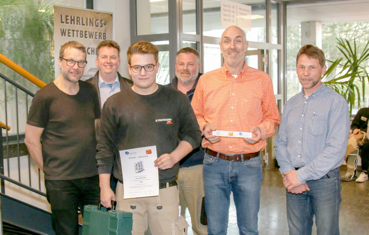 Beistelltisch - Luca Timmermann, Tischlerei Sieg - Sieger 2. Jahr