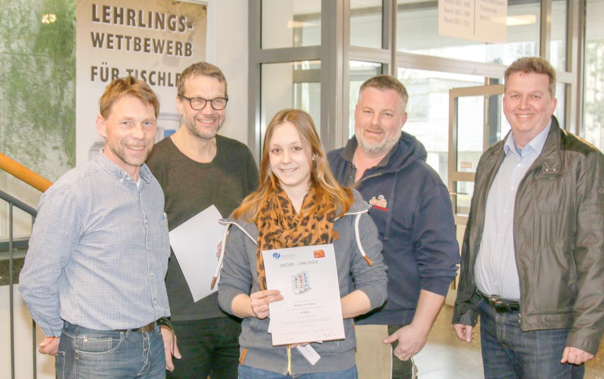 Garderobe - Marika v. Salzen, Tischlerei Ropers, 3. Platz - 2. Jahr