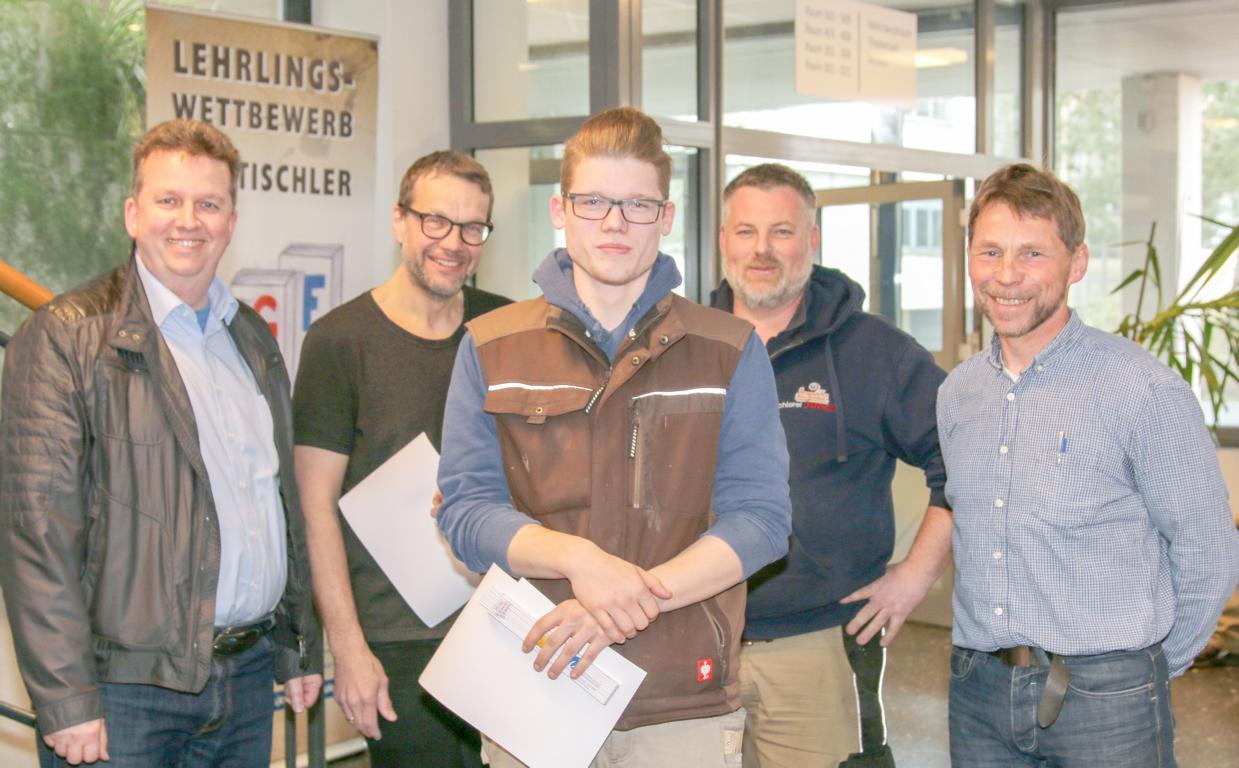 Niklas Scholten, Schreibtisch, Tischlerei Hölting, 2. Platz - 3 Jahr