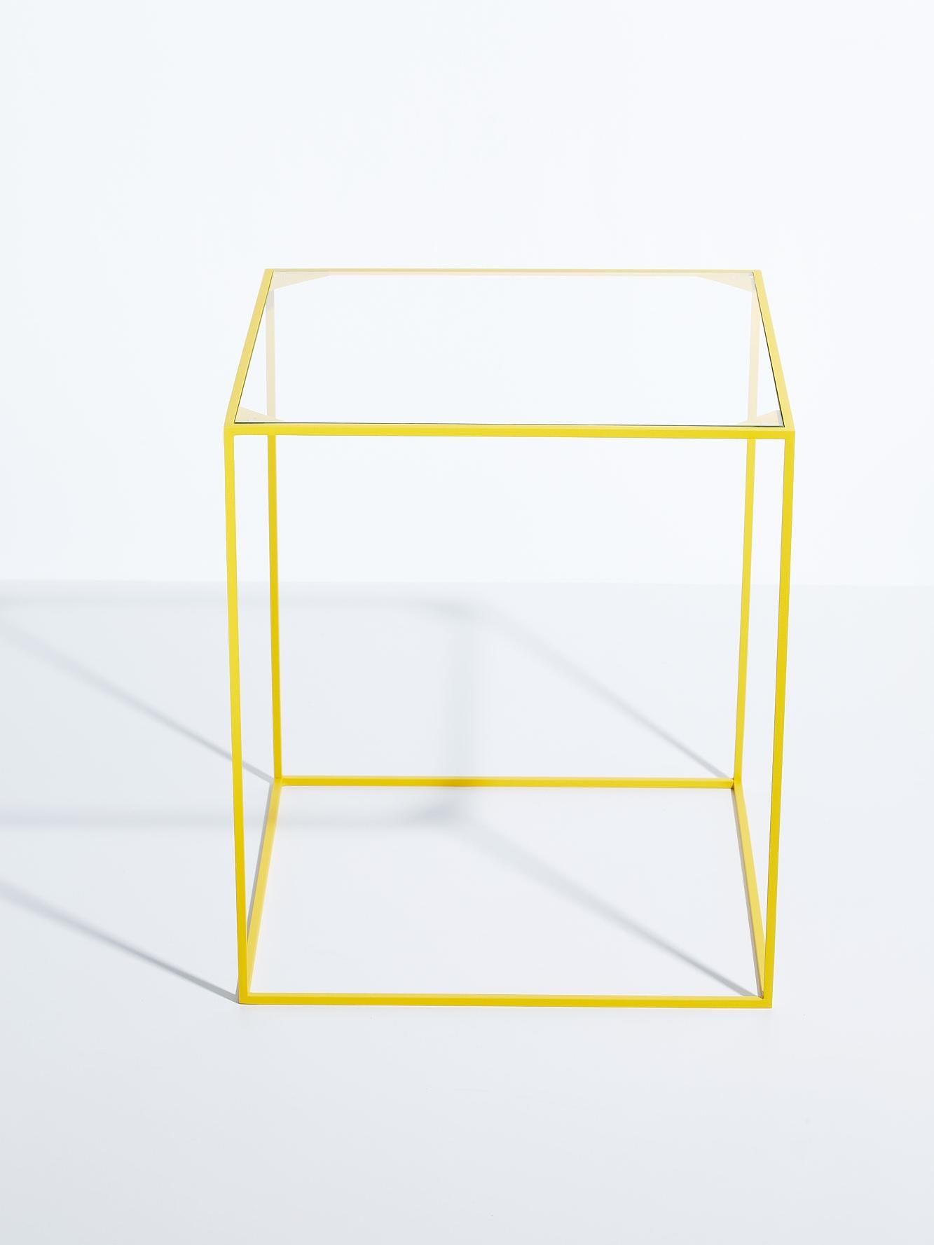 wuzzl beistelltisch mit glasplatte skanbavaria. Black Bedroom Furniture Sets. Home Design Ideas