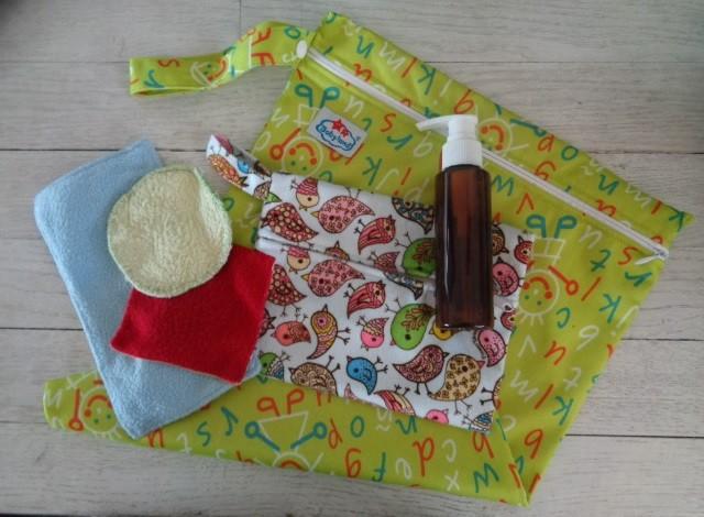 sac à couches lavables, pochette pour lingettes lavables, lingettes lavables bébé, petit flacon pompe