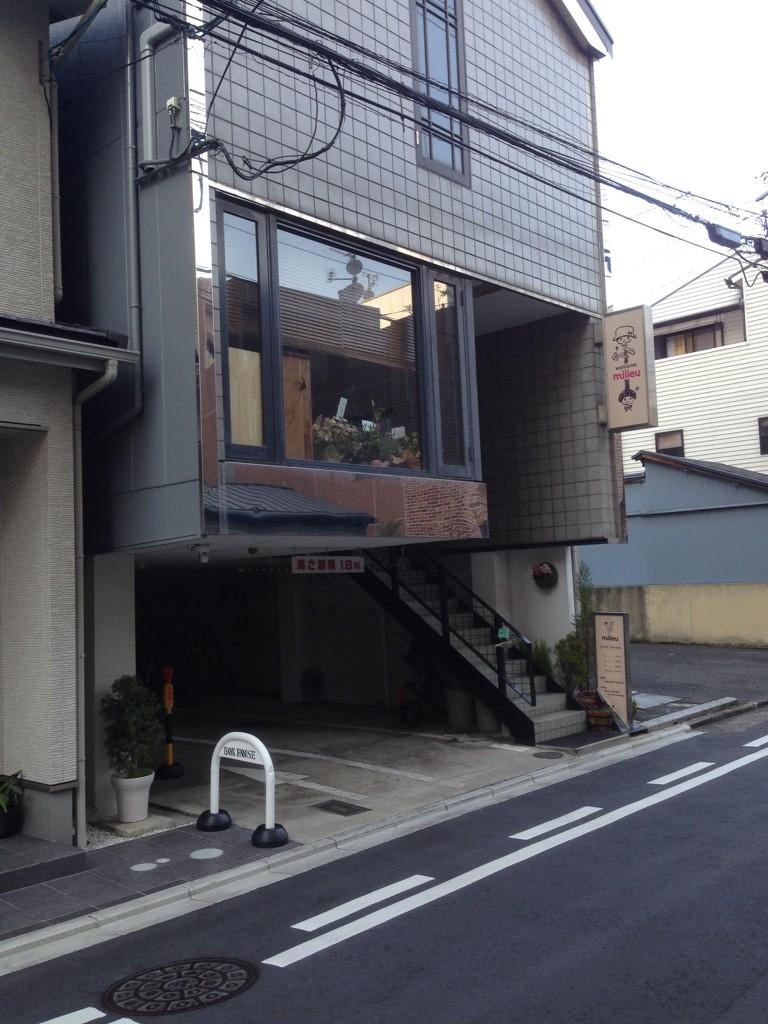 2階が milieu  です^^