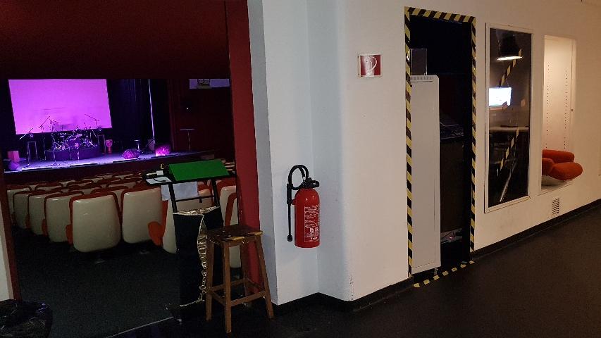 Couloir d'accès salle/ ESPACE VERNISSAGE MODULABLE